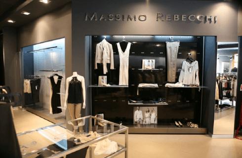 Parete espositiva negozio di abbigliamento