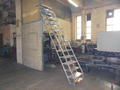 scale di lavoro realizzate in acciaio inox