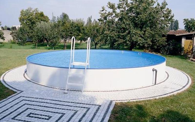 progettazione piscina fuori terra milano