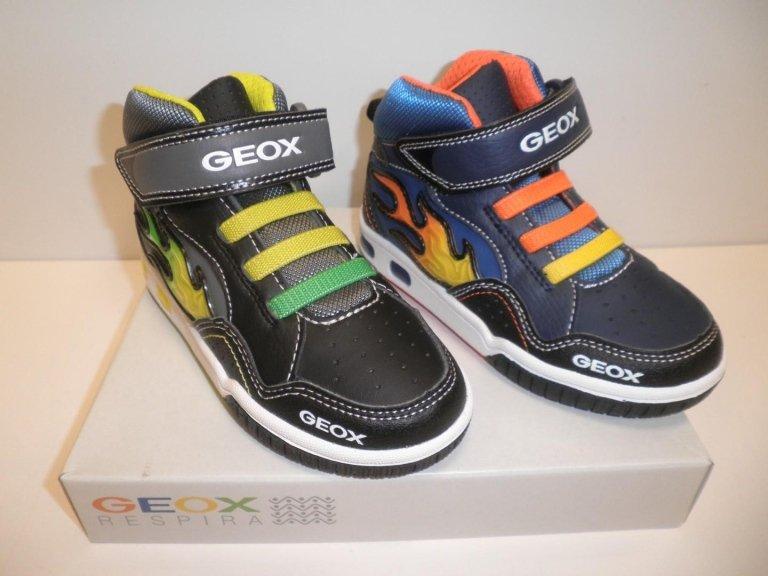 negozio vendita scarpe bambino