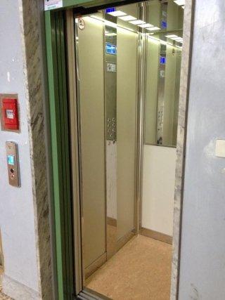 Intervento trasformazione ascensore. Vista dopo della ristruzzazione.