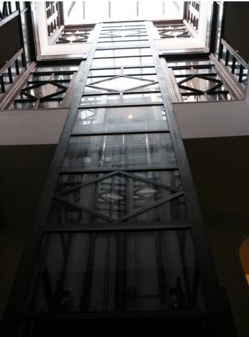 ascensore metallico