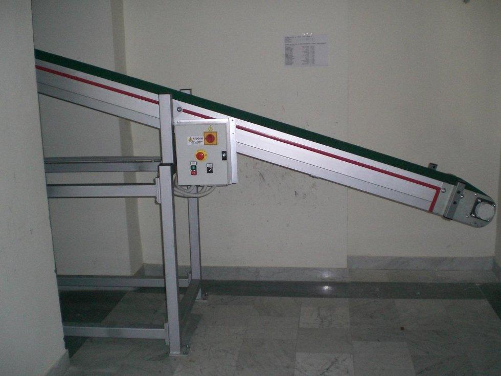 Sistema automatico movimentazione a tappeto