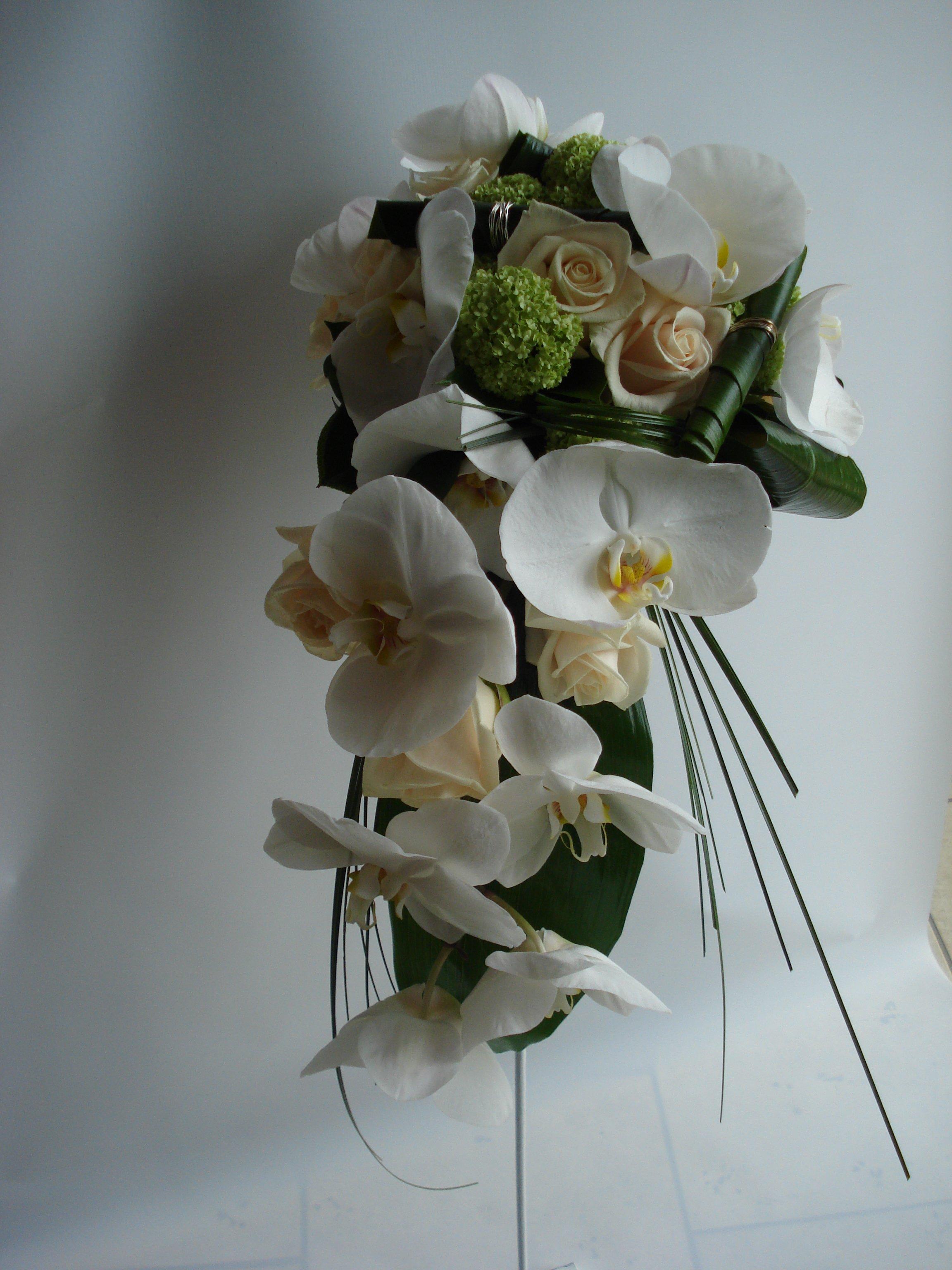 bouquet phalaenopsis bianca rosa vandela e viburno