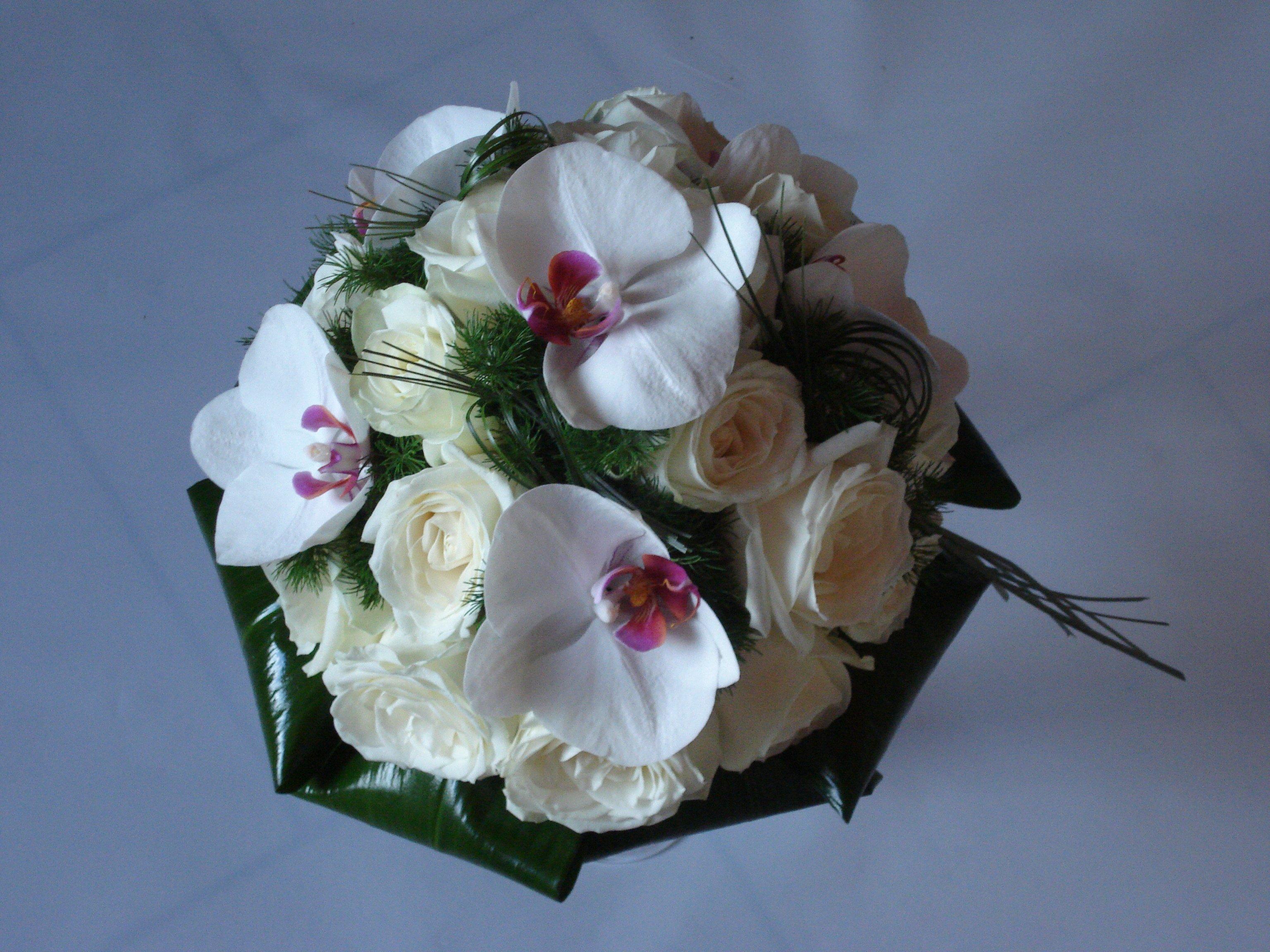 bouquet phalaenopsis cuore rosso rose vandela