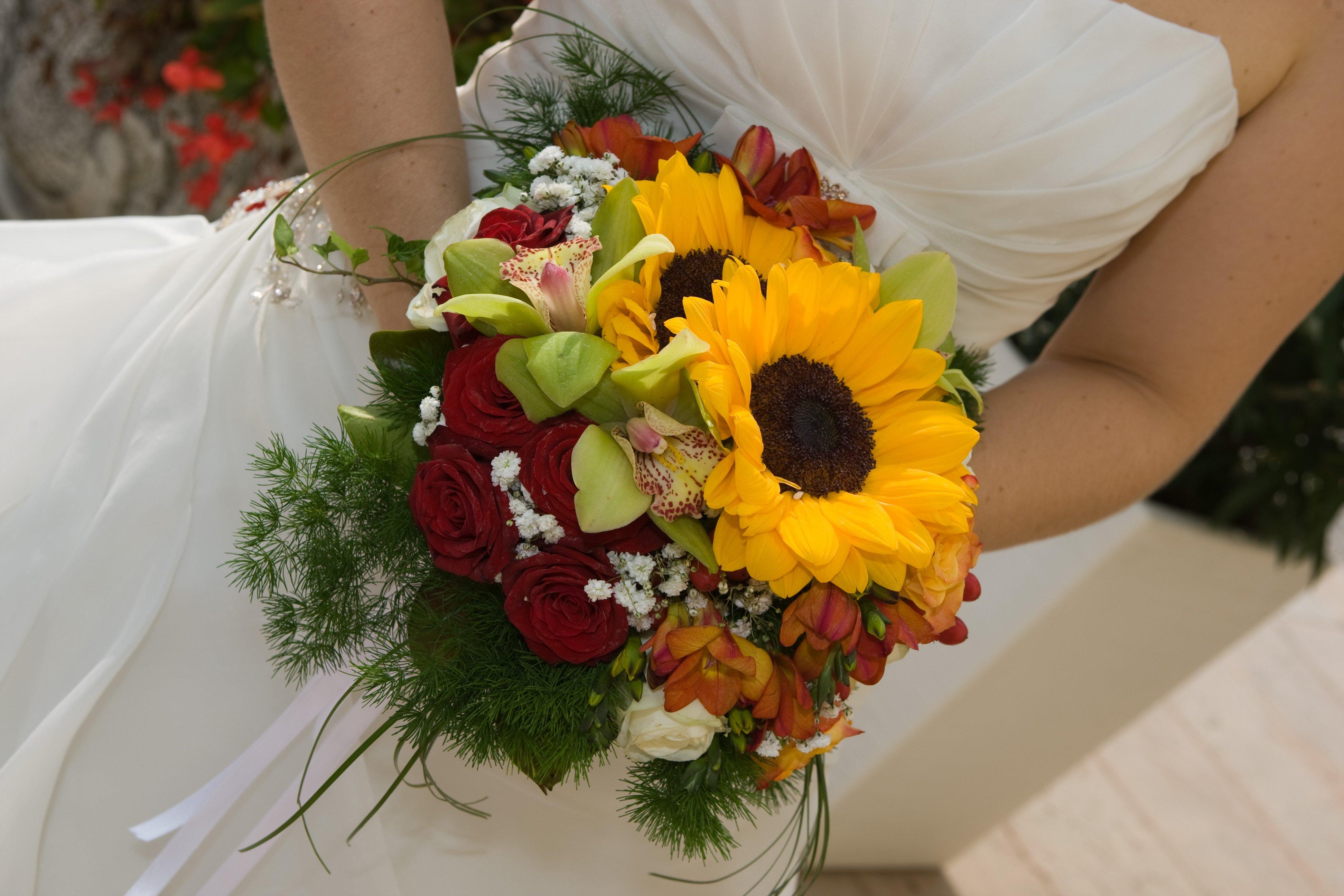 bouquet sposa con girasoli