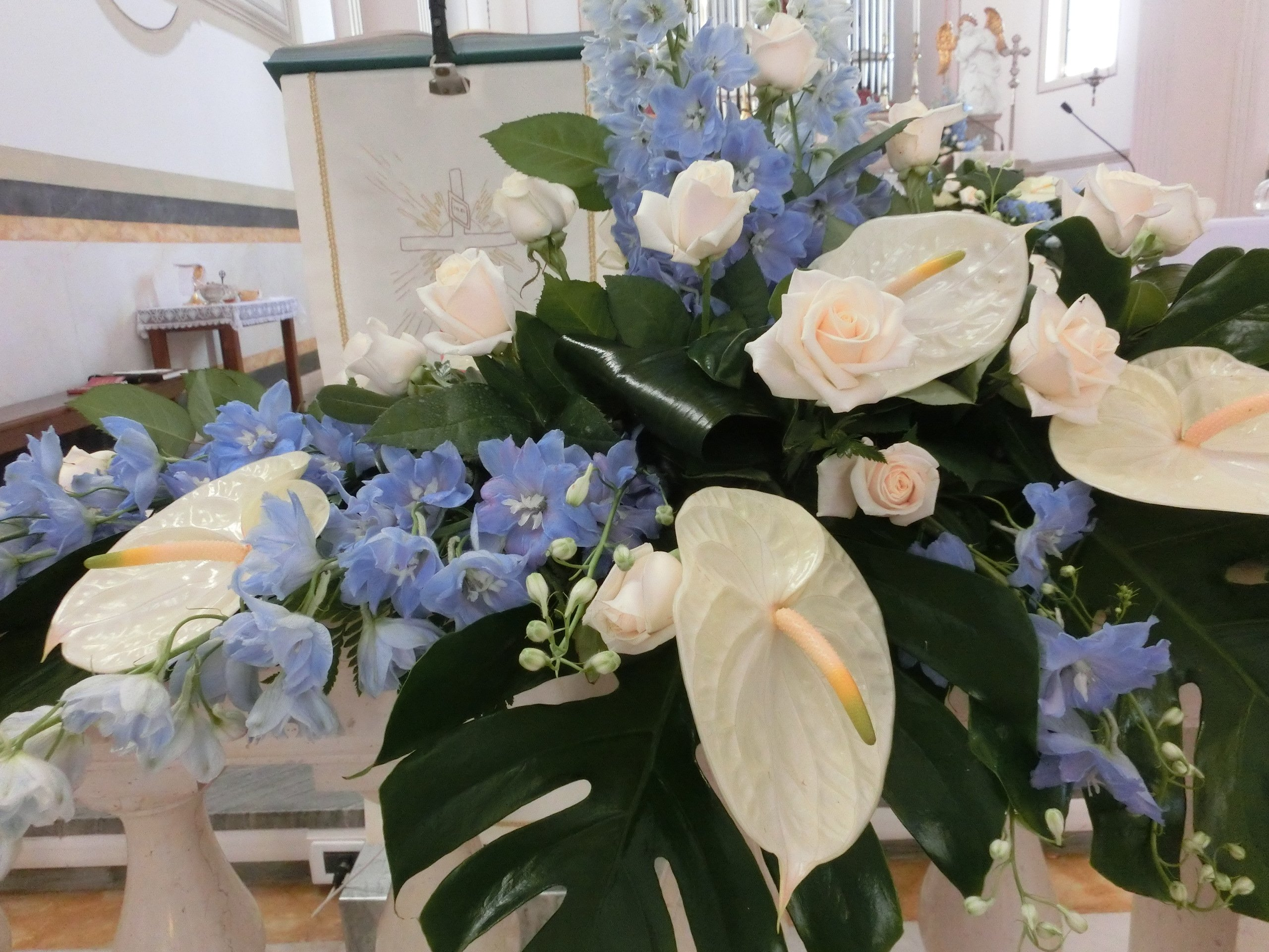composizione di fiori per matrimonio alla chiesa di prozzolo