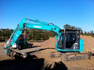 kobelco thirteen tonne excavator