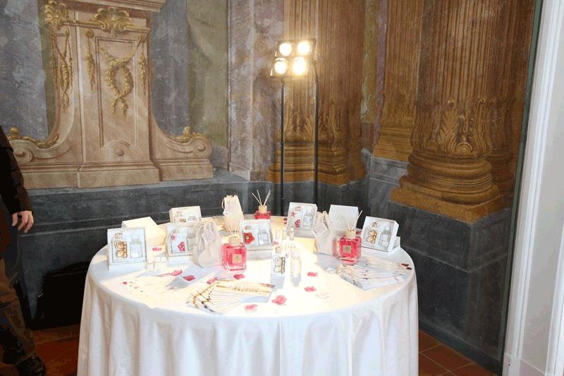 tavolo apparecchiato con bomboniere