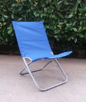 sedia da campeggio blu a Stanghella, PD