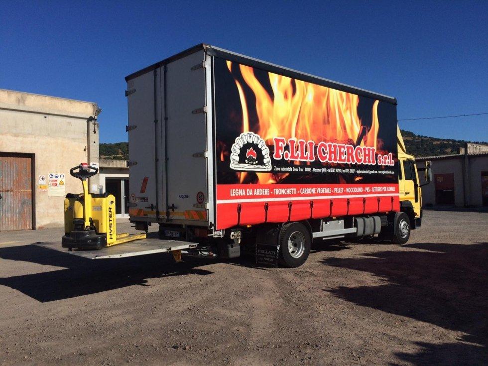 camion per trasporto legna