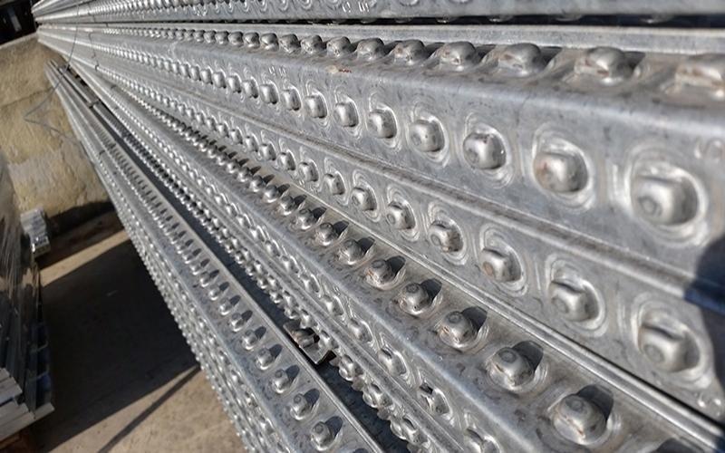 Fornitura scaffalature e pavimentazioni