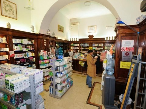 Vendita prodotti di cosmetica e profumeria
