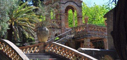 delle scale di una villa antica