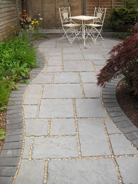 If you need a patio in Bristol call 01275 454 464