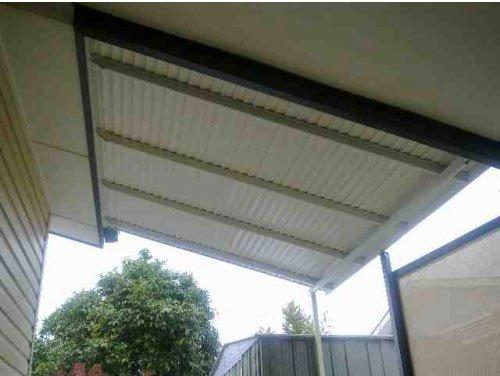 white aluminium awning