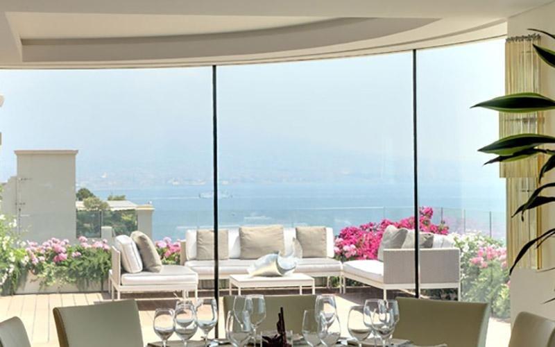 Serramenti in PVC con ampia vetrata