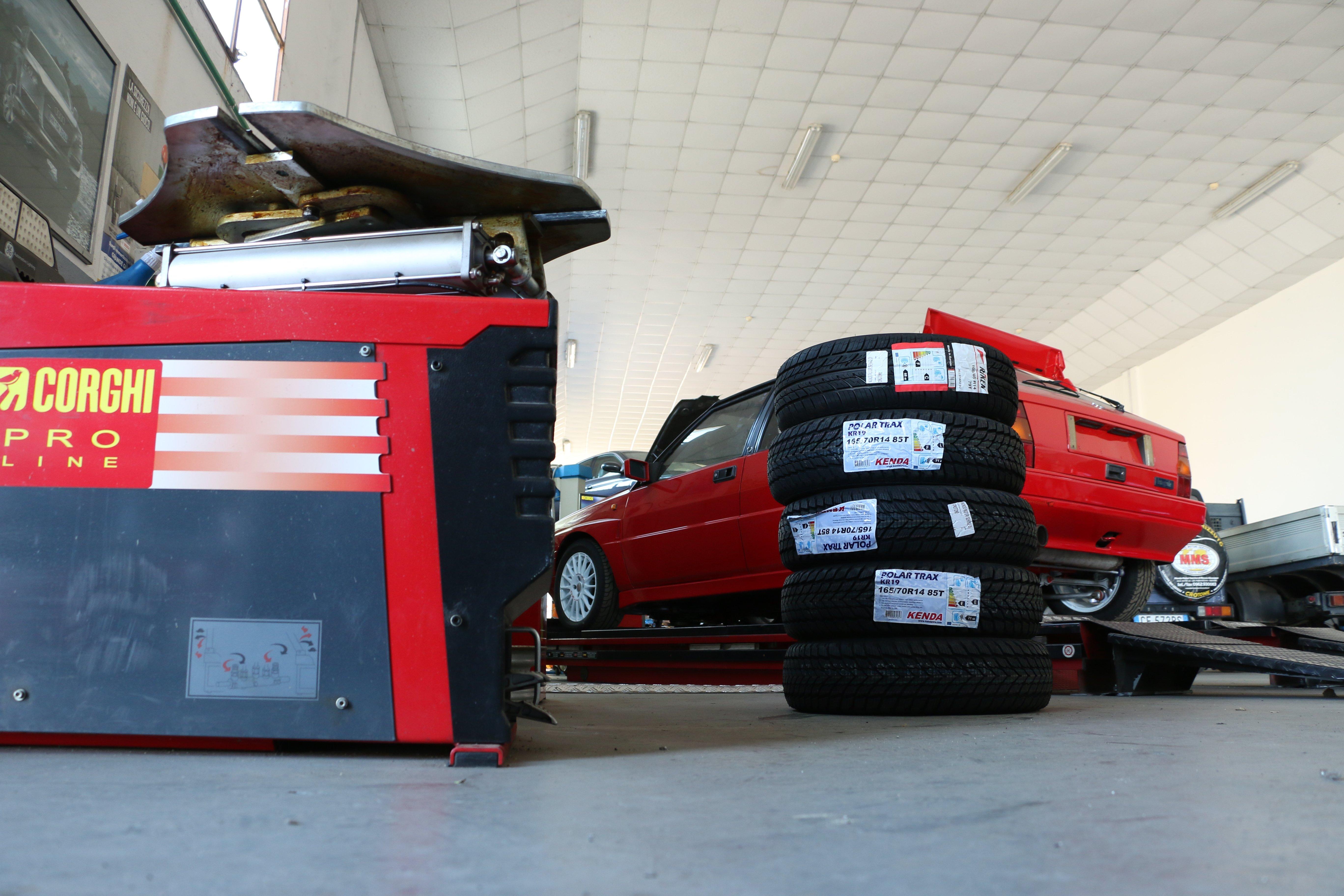 Gomme di ricambio presso Officina di Mondo Motori Service, Rizzuto Giuseppe, a Crotone
