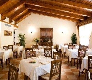 ristorante tipico, piatti di pesce, cucina internazionale