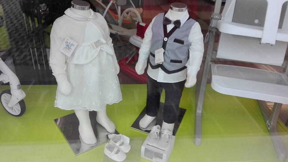 manichini con abiti eleganti per bambini