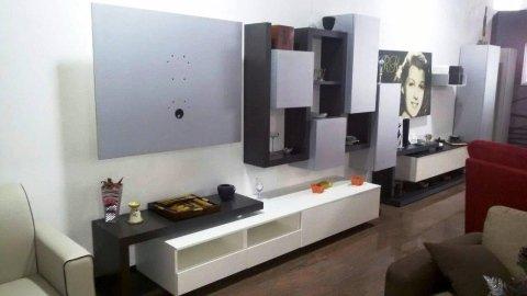 parete attrezzata con porta tv