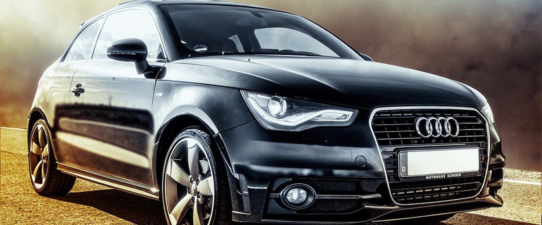 macchina nera a marchio Audi