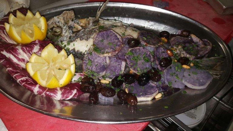 Pesce alla ligure con patate viola