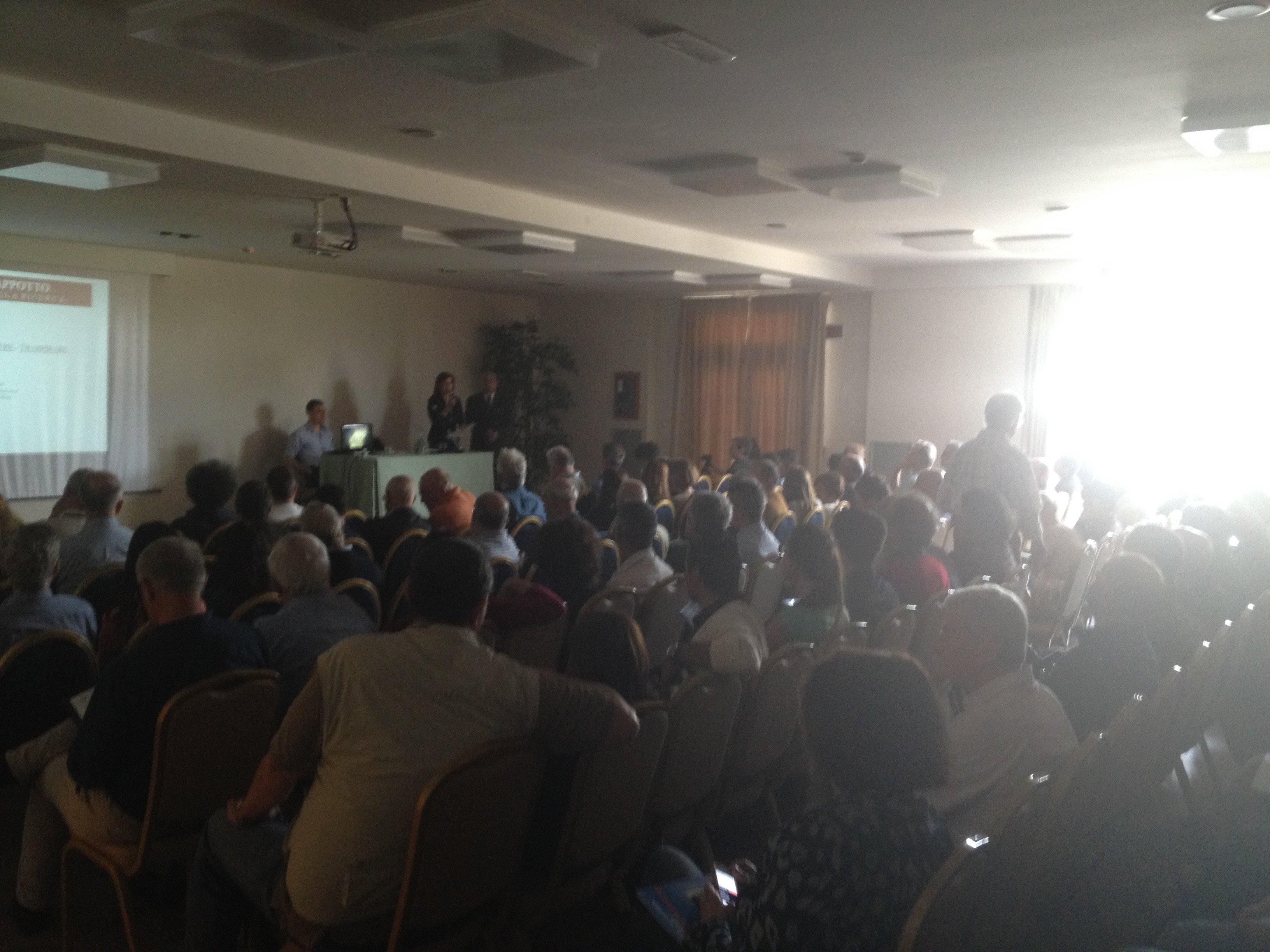 Conferenza molto affollata