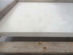 delle lastre di color bianco per i pavimenti