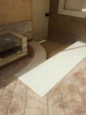 pavimento da esterno con bordo bianco