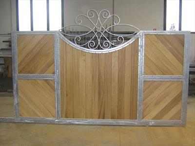 cancello per esterni in legno e lamiera