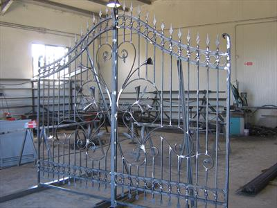 cancello in acciaio al negozio di carpentiere