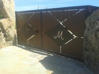 cancello in lamiera con M