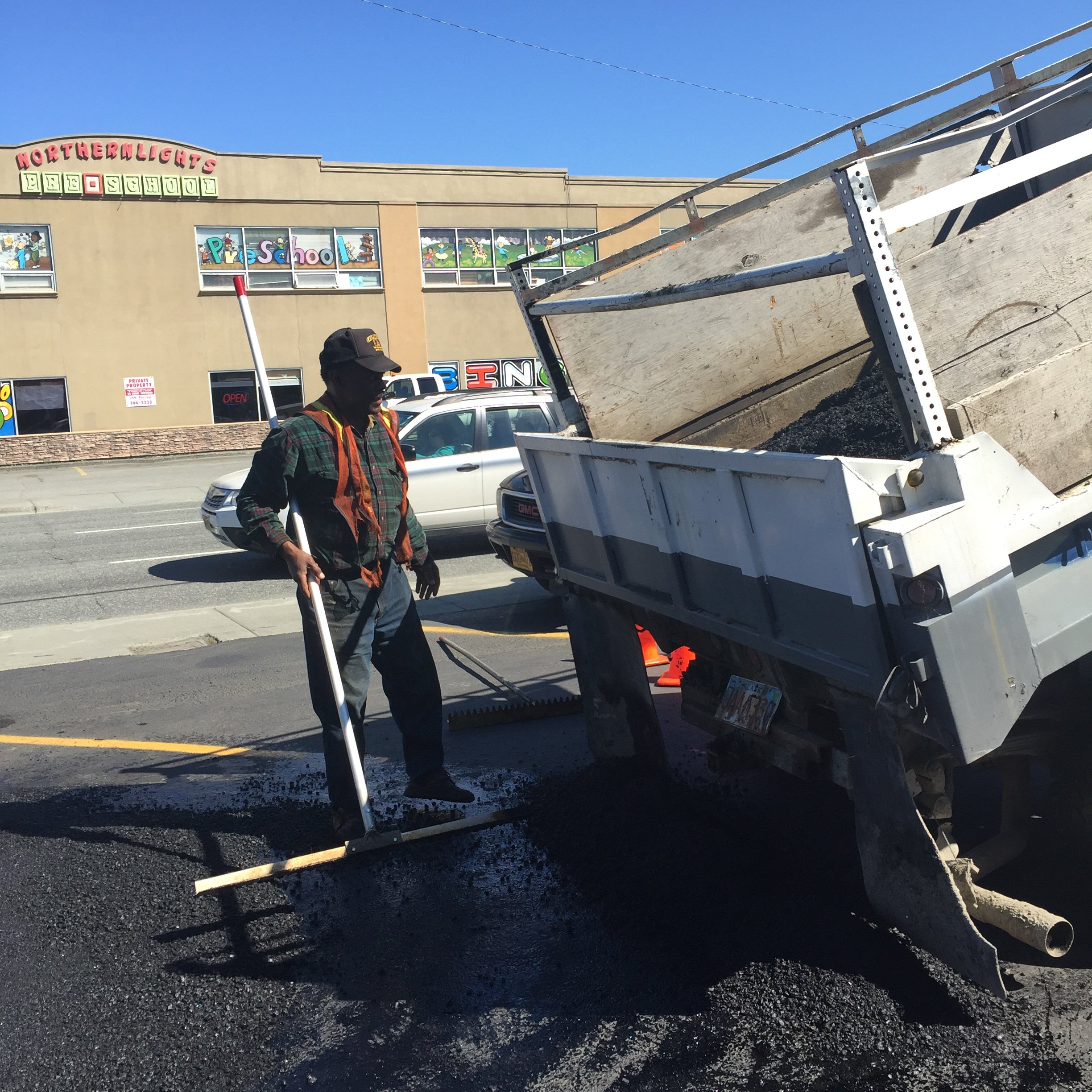 pouring out the asphalt sand