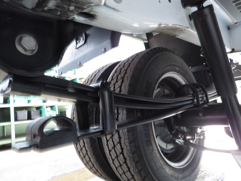 Riparazione delle sospensioni di un camion