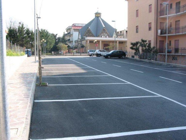 vista frontale di Falerna Arco Castiglione Campanile Chiesa