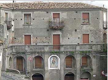 vista frontale di Palazzo Donati