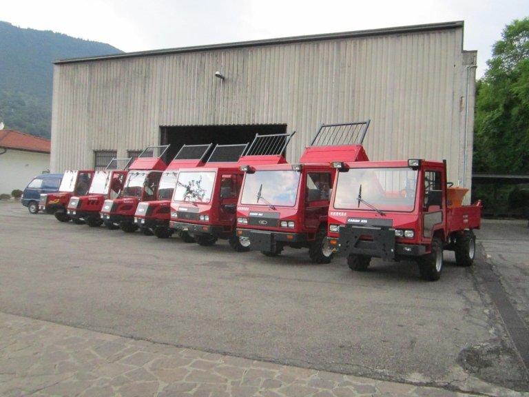 dei camioncini rossi