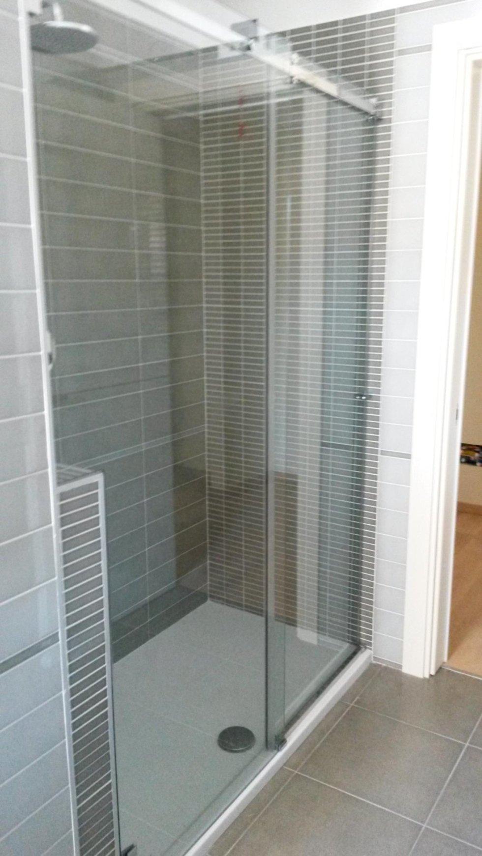 Box doccia scorrevole con spacco