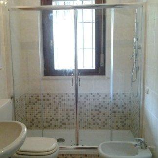 ampia doccia, vetrata