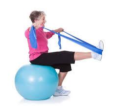 persona anziana durante un esercizio