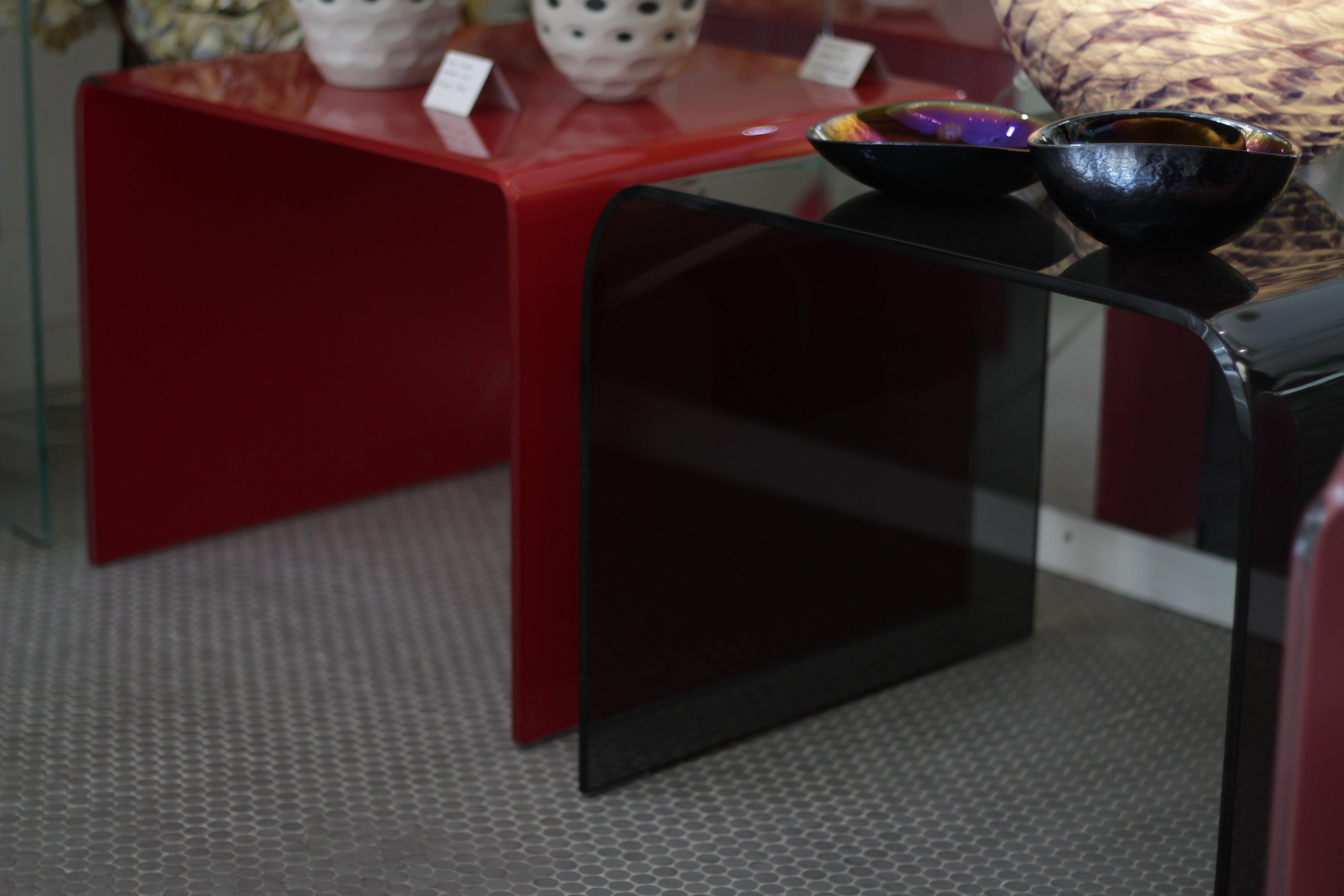 tavolini in vetro colorato