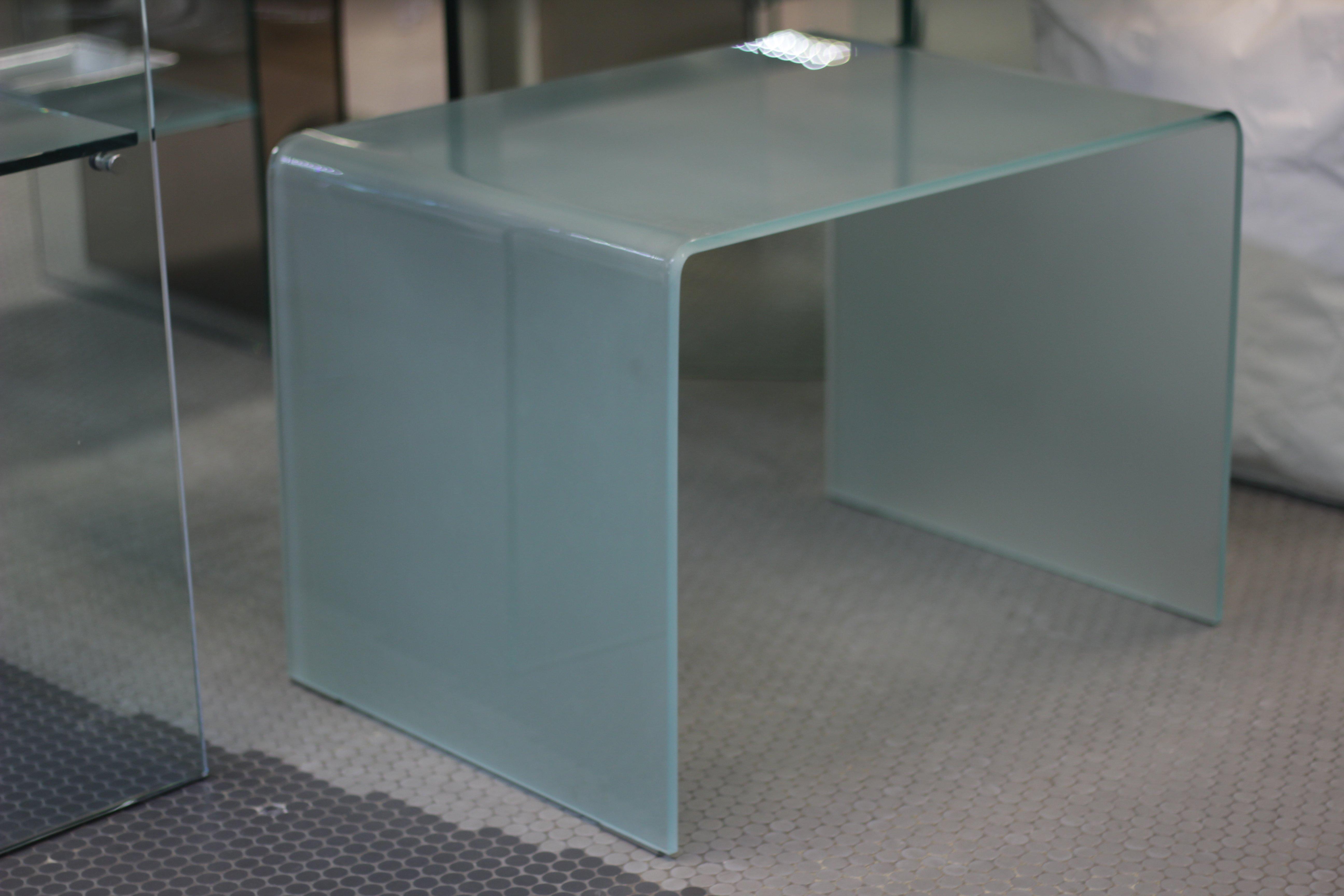 tavolino in vetro trasparente