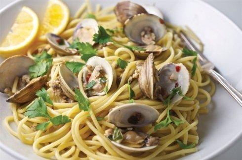 Spaghetti con gamberi e vongole, pesce, ristorante