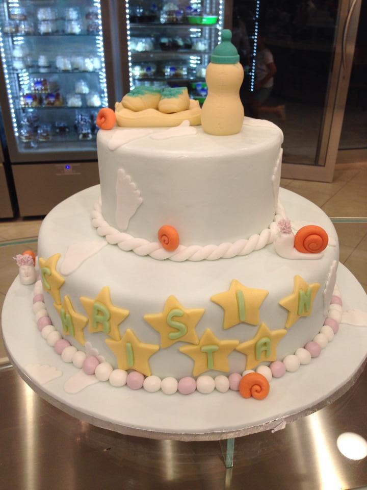 Una torta con il nome