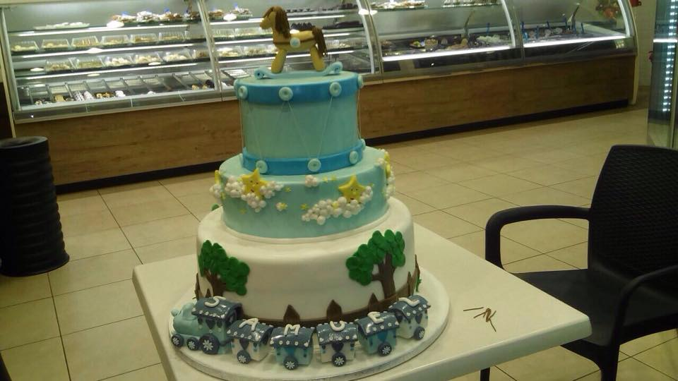Una torta con figura animale