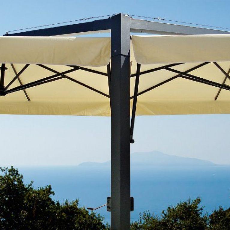 ombrellone bianco su linea orizzonte con vista mare