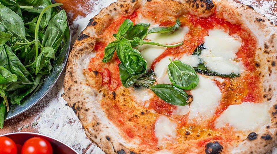 Pizza alla Pizzeria Rosa dei Venti a Rezzato
