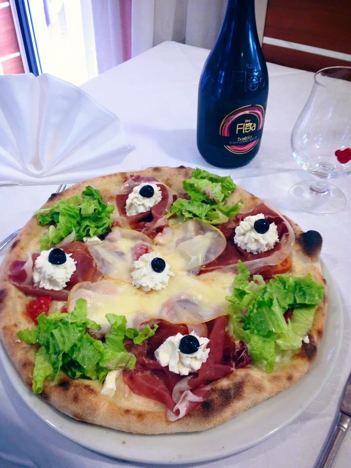 Pizza con forno a legna a Rezzato