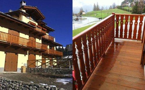 vista frontale di una struttura e un balcone